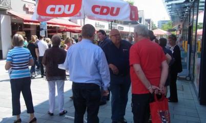 08.06.2013 – Info-Stand der CDU-Rahlstedt in der Schweriner Str.