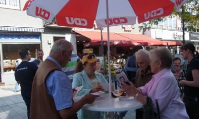 07.09.2013 – Info-Stand der CDU-Rahlstedt in der Schweriner Str.