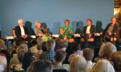 """Schöne Aussichten fürs Älterwerden? Neue Ideen für das Wohnen"""" Podiumsgespräch mit Experten und Diskussion mit dem Publikum u. Ltg. v. Dr. Friederike Föcking MdHB"""