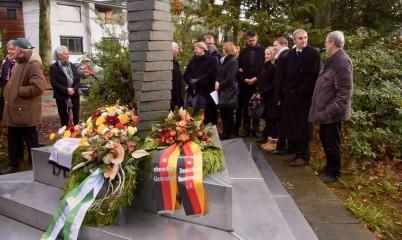 19. November 2017 – Volkstrauertag – Überparteiliche Veranstaltung mit Niederlegung von Kränzen am Denkmal der Kriegsopfer in Rahlstedt