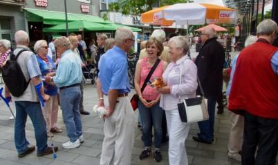 08.07.2017 – Info-Stand vor dem Haus in der Schweriner Str. 4